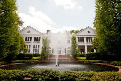 Duke-mansion-exterior-with-fountain