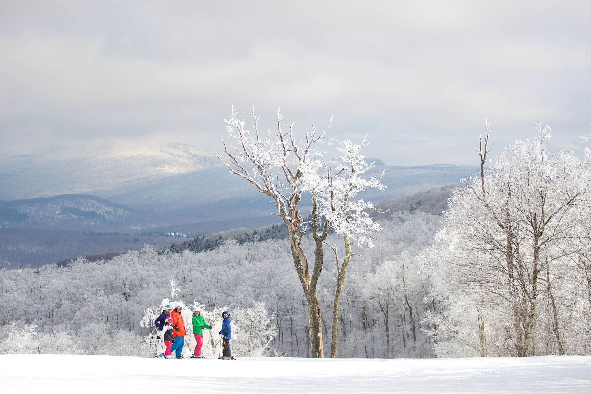 skiiers on jiminy peak ski resort