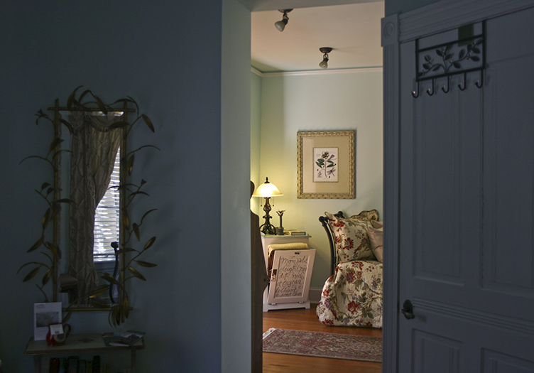 400-west-high-guest-room