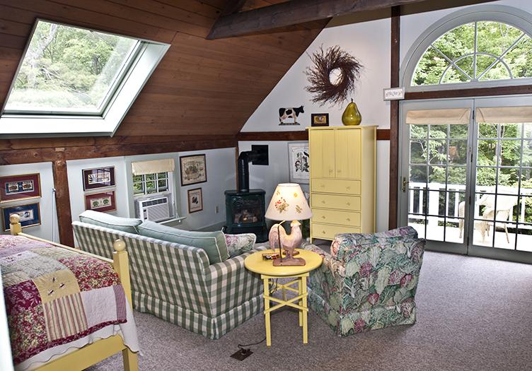 5-Camden_Maine_Stay_Inn_07_-_Guestroom_-_Interior