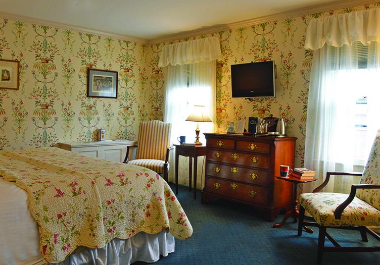 -Deerfield_Inn Bedroom