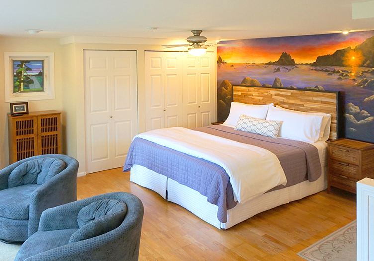 Domaine Rialto Beach Cottage interior with Mural