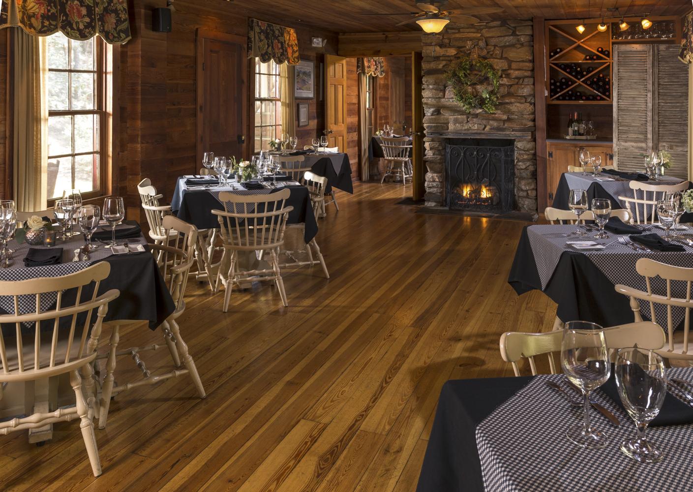 Glen_Ella_Interiors_Restaurant_dining_room