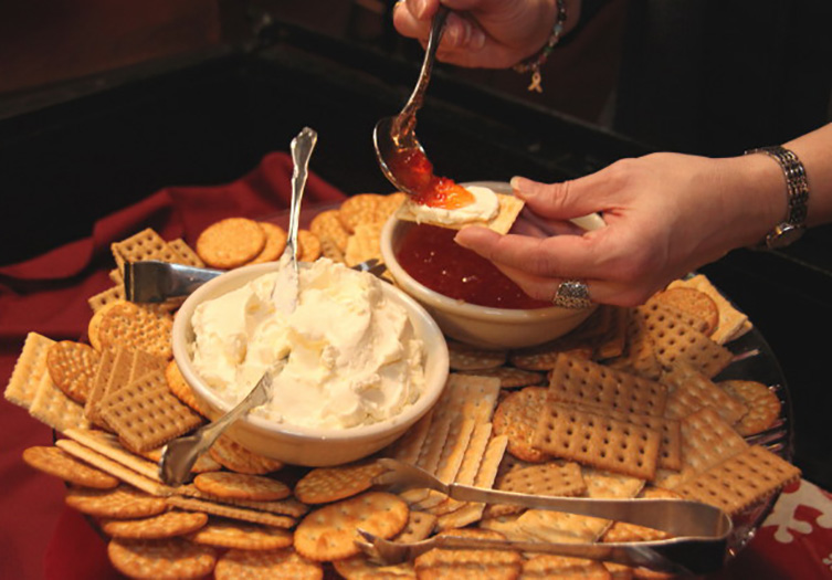 Hickory_bridge_farm_cheese_cracker