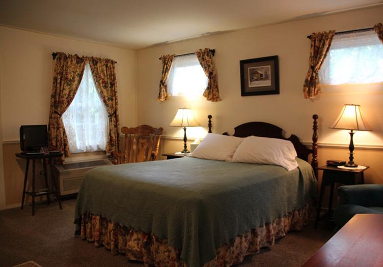 Hickory_bridge_farm_guestroom
