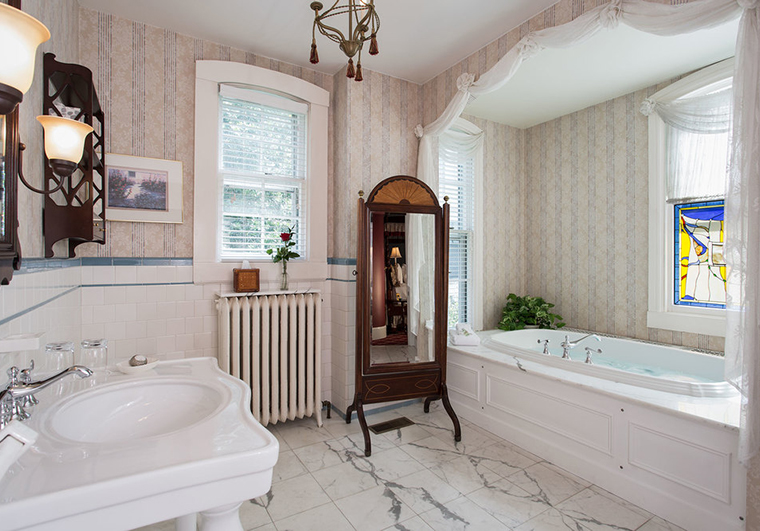 John-La-Farge-Bathroom_La-Farge-Perry-House