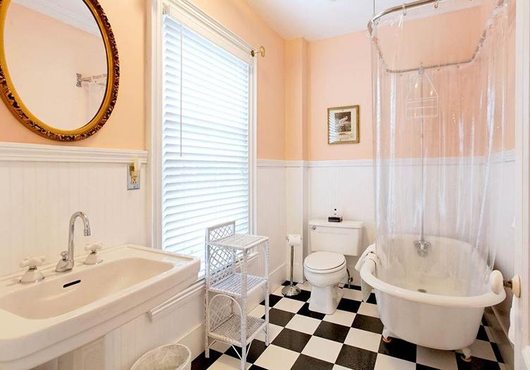 Kennebec-inn-captain-perkins-bathroom