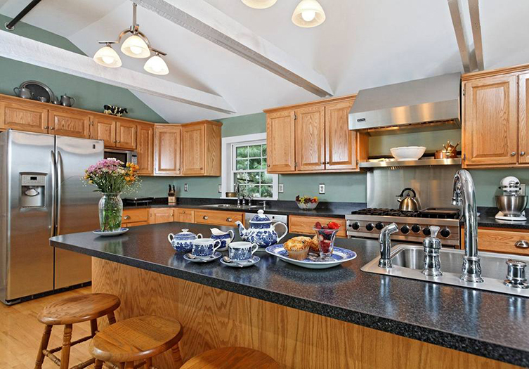 Kennebec-inn-kitchen