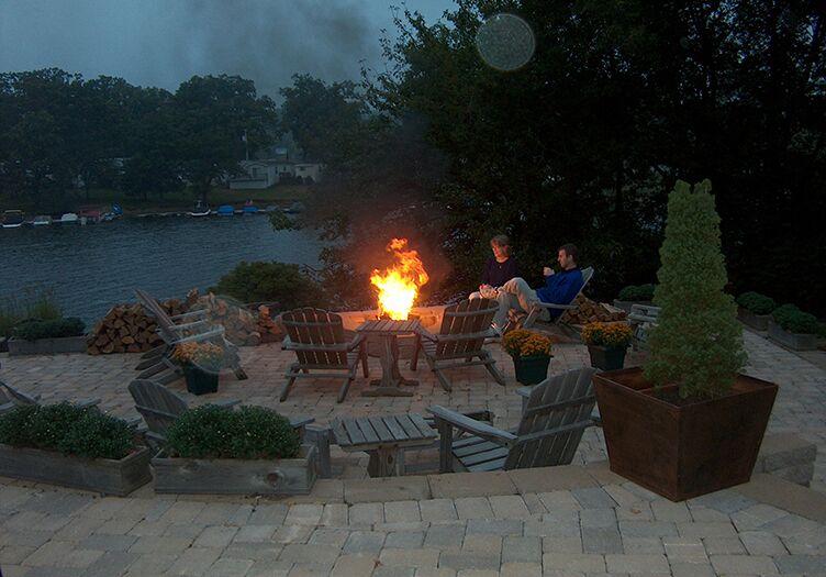 Lake-Pointe-Inn-fire-pit