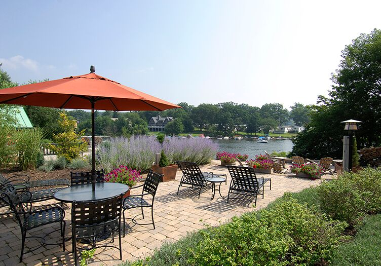 Lake-Pointe-Inn-patio