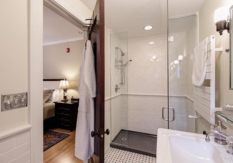 Lang-House-bathroom
