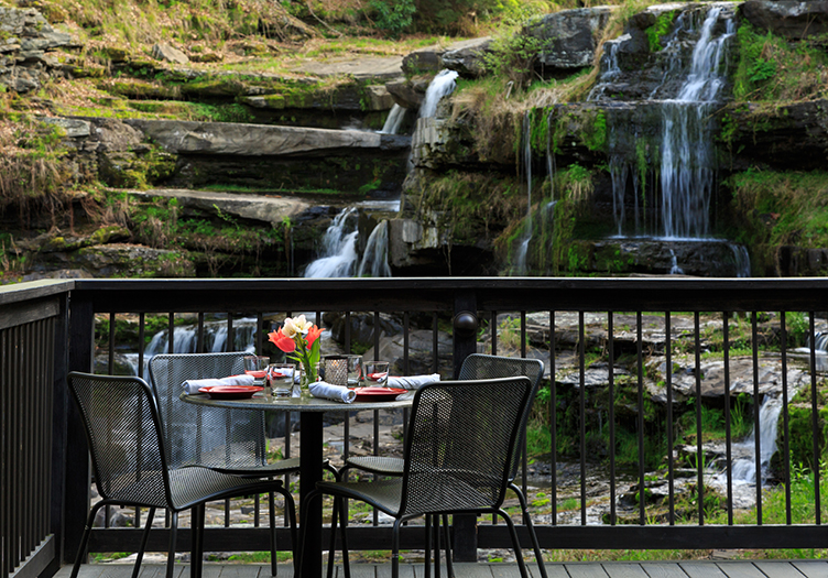 Ledges_Hotel_waterfall