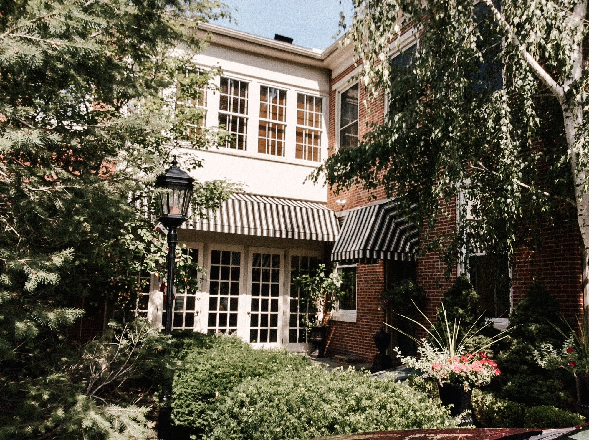 Londonderry Inn - Exterior