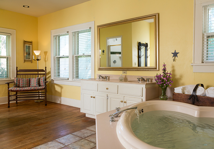 Montford_inn_cottages_Interior3