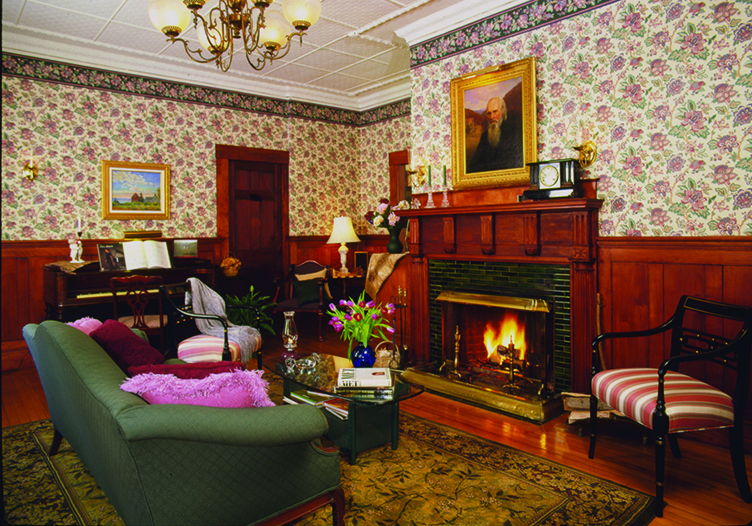 Notchland Inn Sitting Room with Fireplace