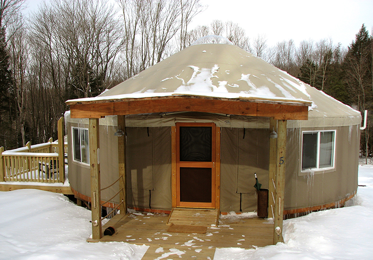 Savage_River_Lodge_yurt-in-Winter