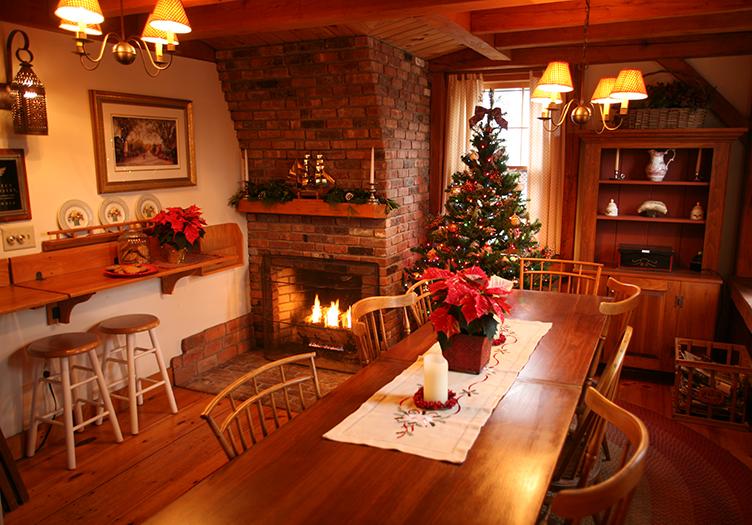 Seven_Sea_Street_Inn_breakfast-table
