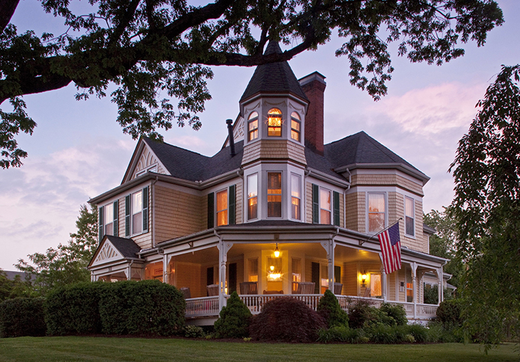 The Oaks Victorian Inn Bed & Breakfast