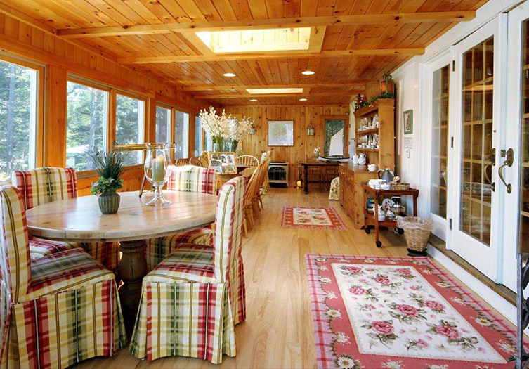 bay-ledge-sunroom