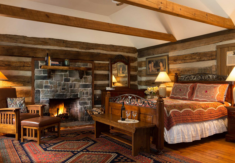 fort-lewis-lodge-cabin-a-interior
