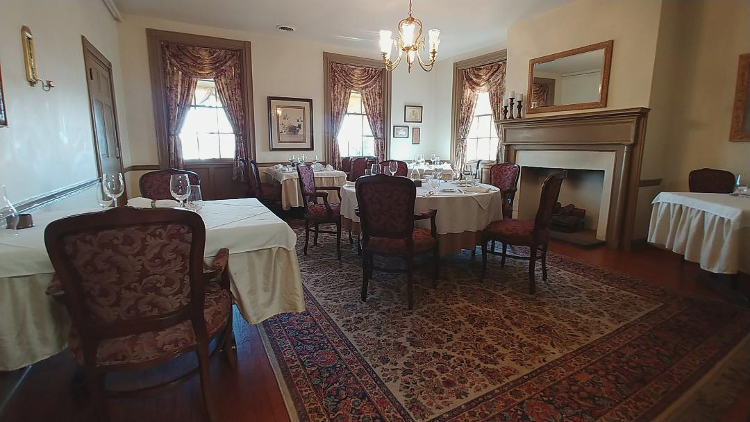 herr-ridge-dining-room