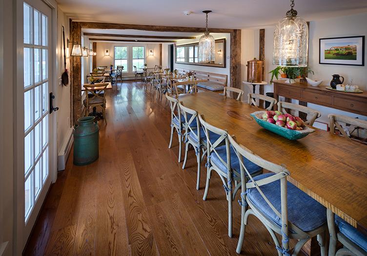 hill-farm-inn-dining-table