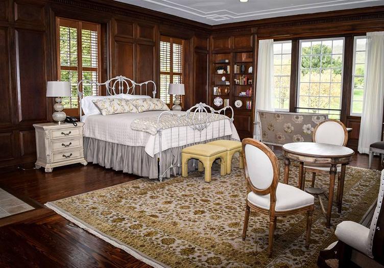 inn-at-evergreen-guestroom