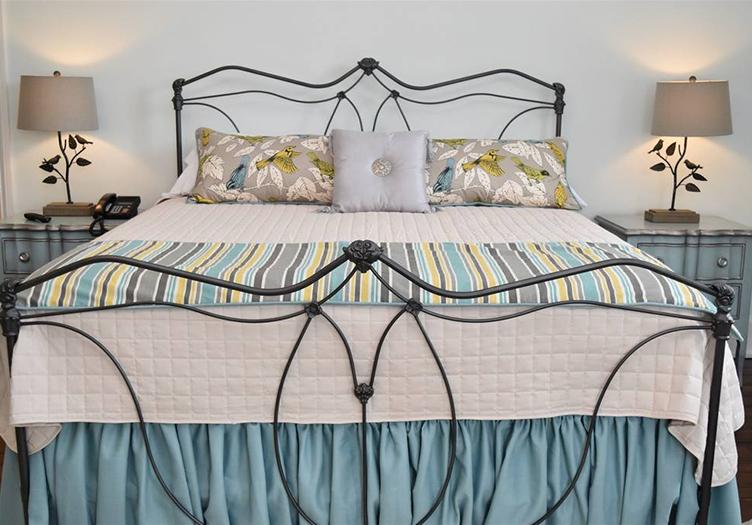 inn-at-evergreen-guestroom1