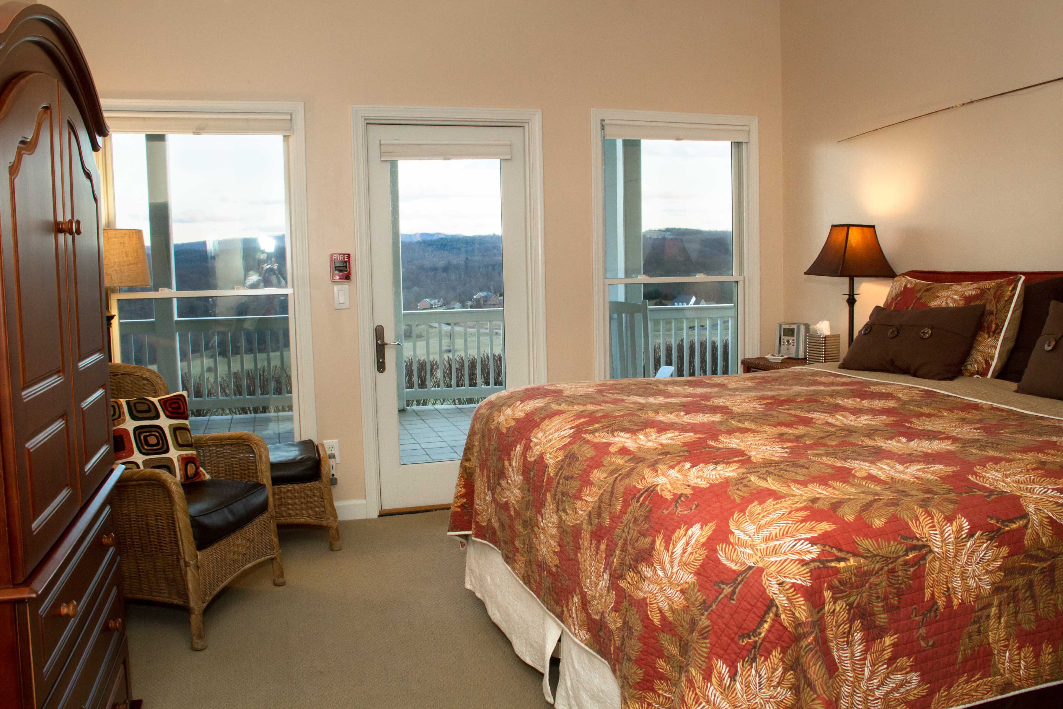 riverbend-guestroom