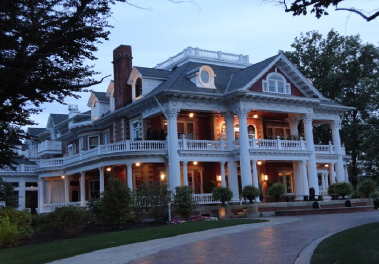 sebring-mansion-at-dusk