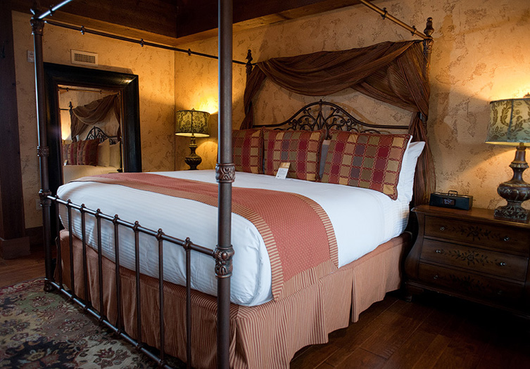 villas-at-gervasi-guestroom