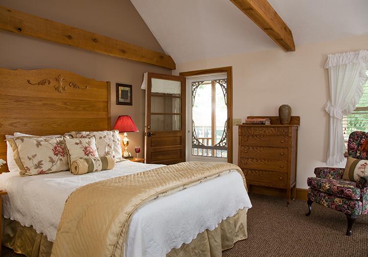 A White Oak Inn Guestroom