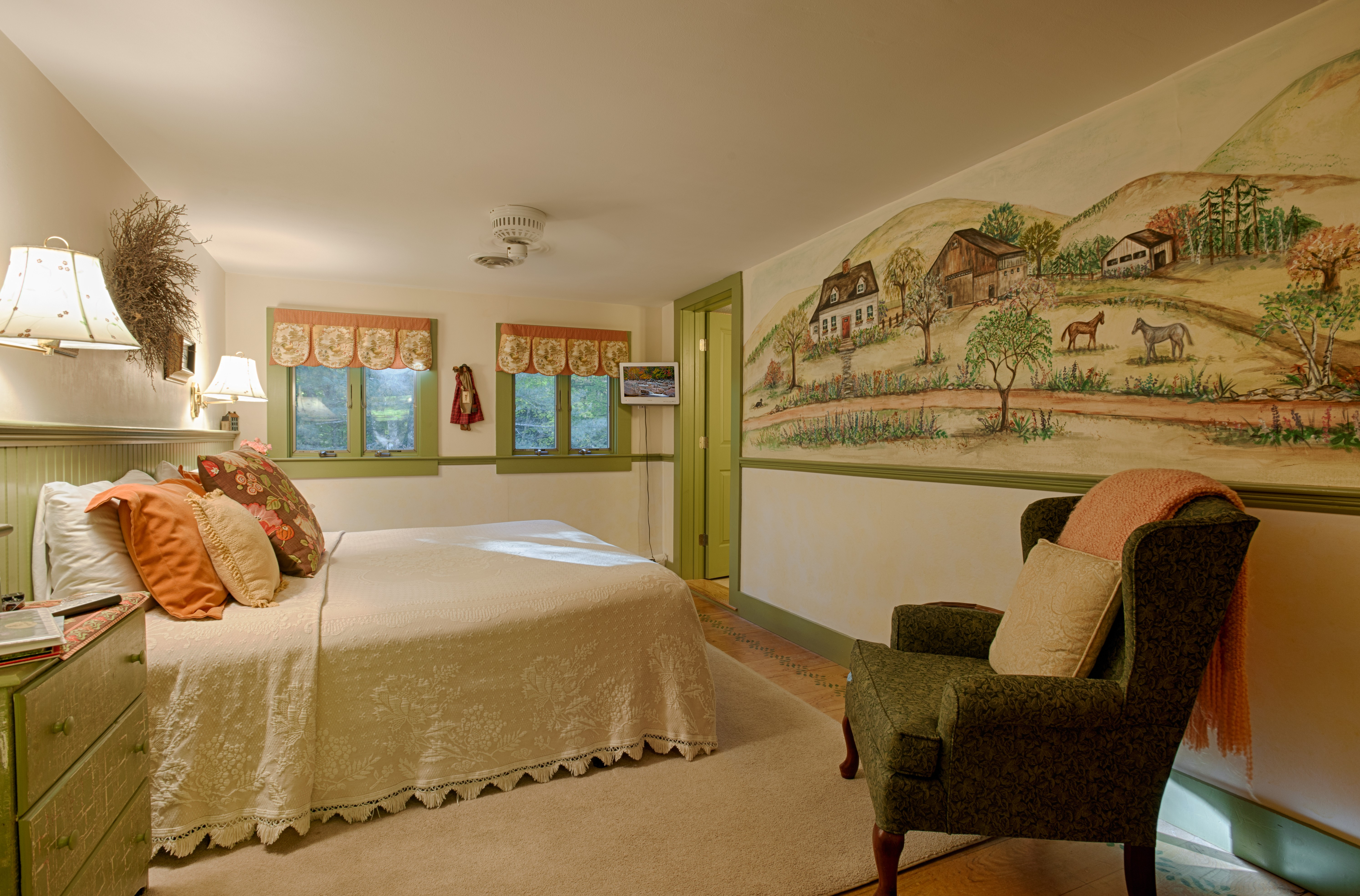 Mural Room with King Bed