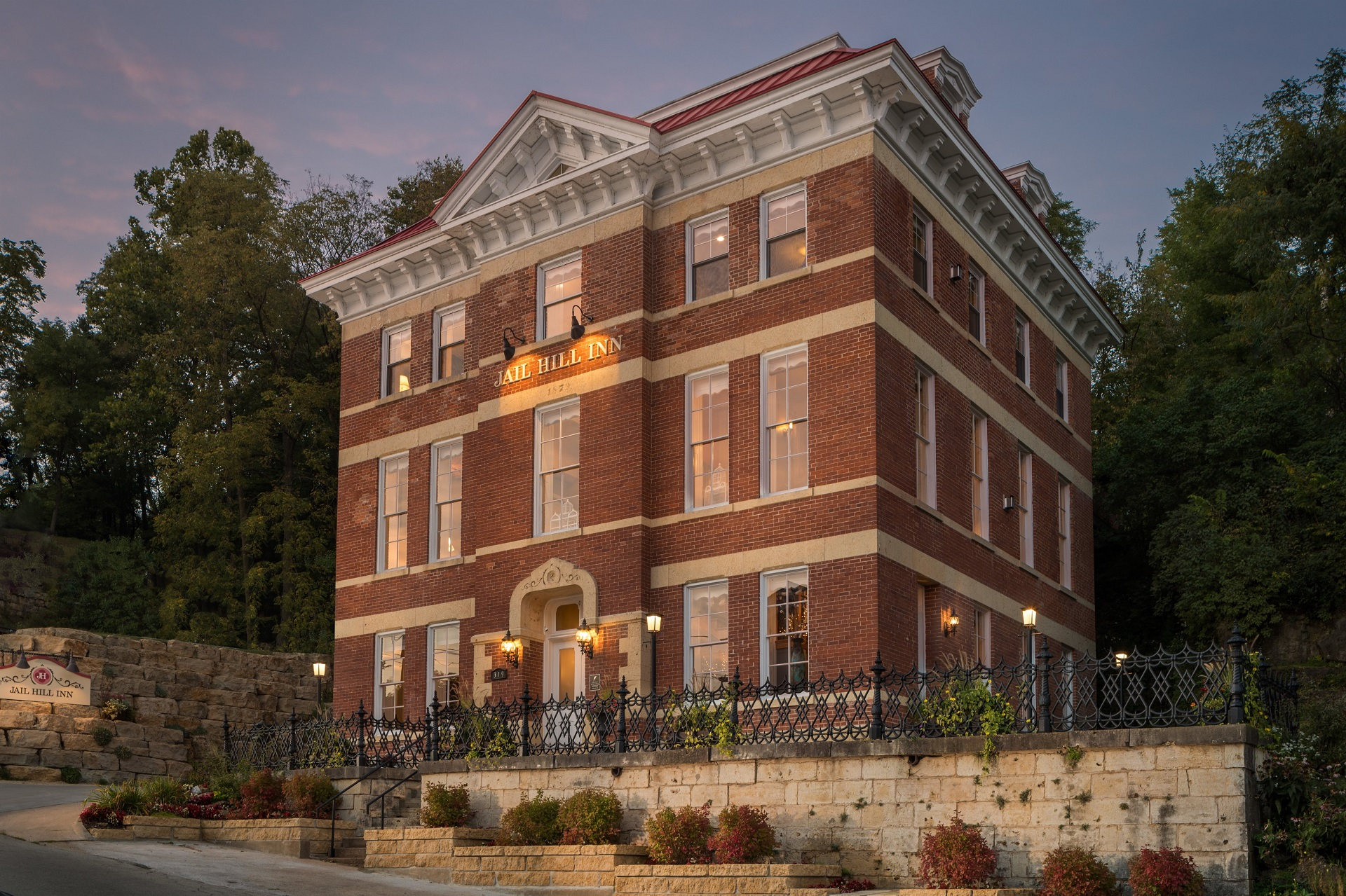 JAIL HILL INN TRAVELERS CHOICE TOP 25 INNS IN THE WORLD