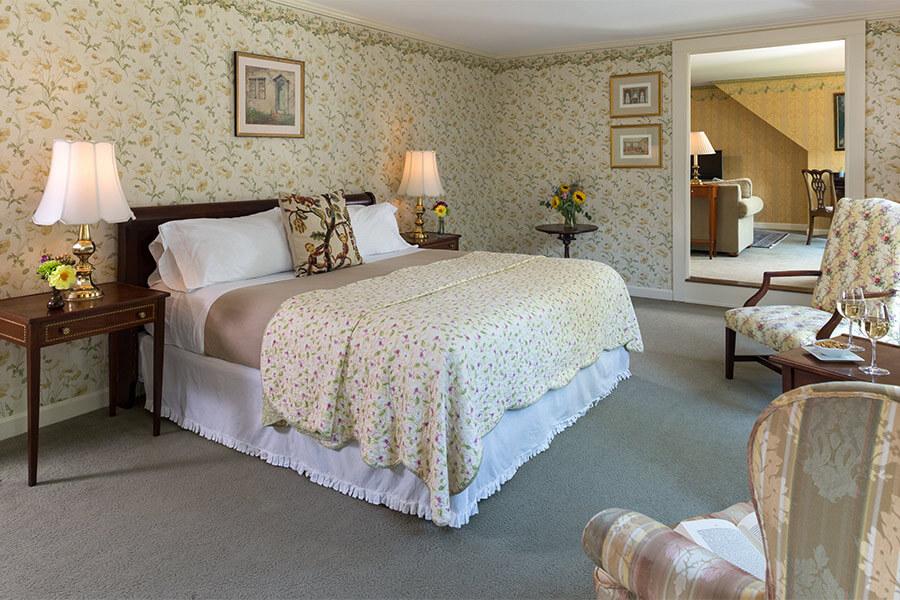 king-suite-gallery.jpg