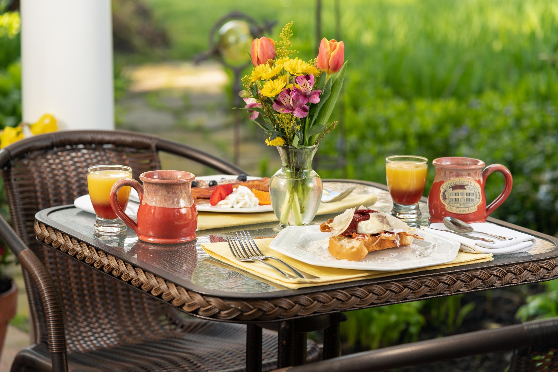 Exterior - Dining (3).jpg