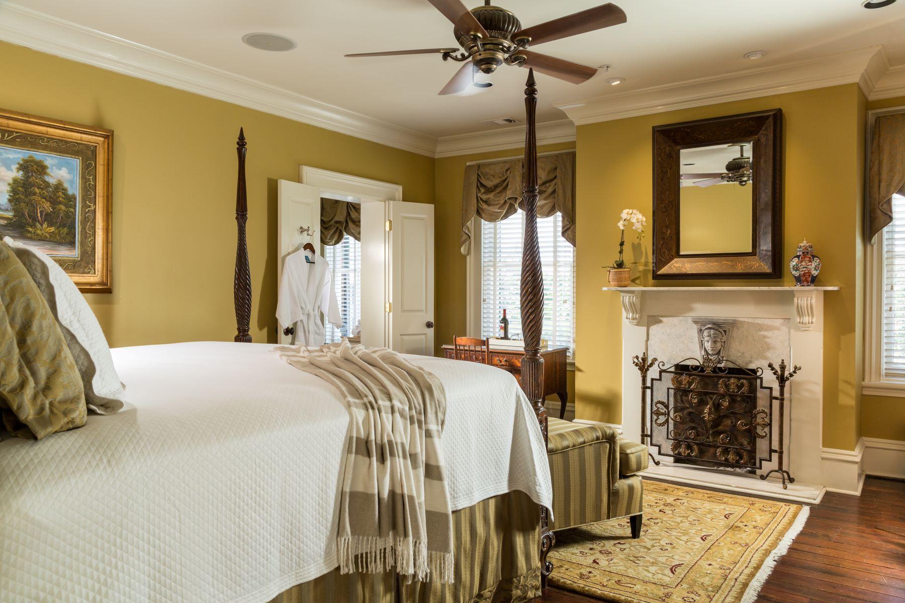 Inn-West-Liberty-Rooms-JohnsonSquare-1Rev.jpg