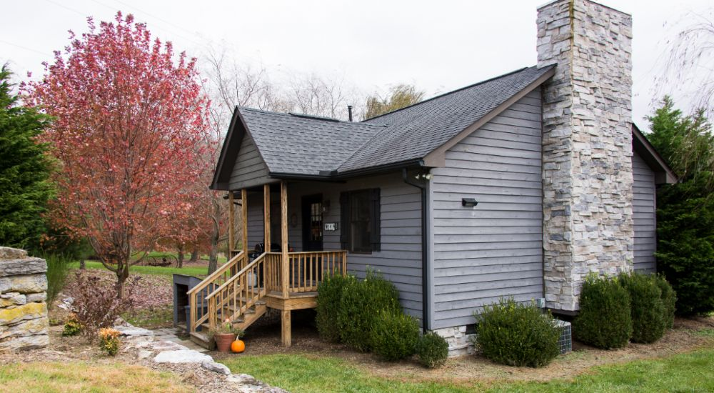 3 romantic cabins are available