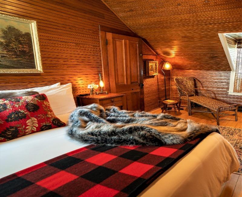 Stagecoach Inn Dewey Day Suite