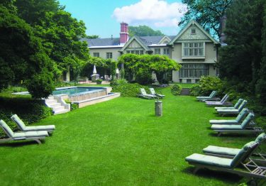 Baker-house-1650-exterior-lawn