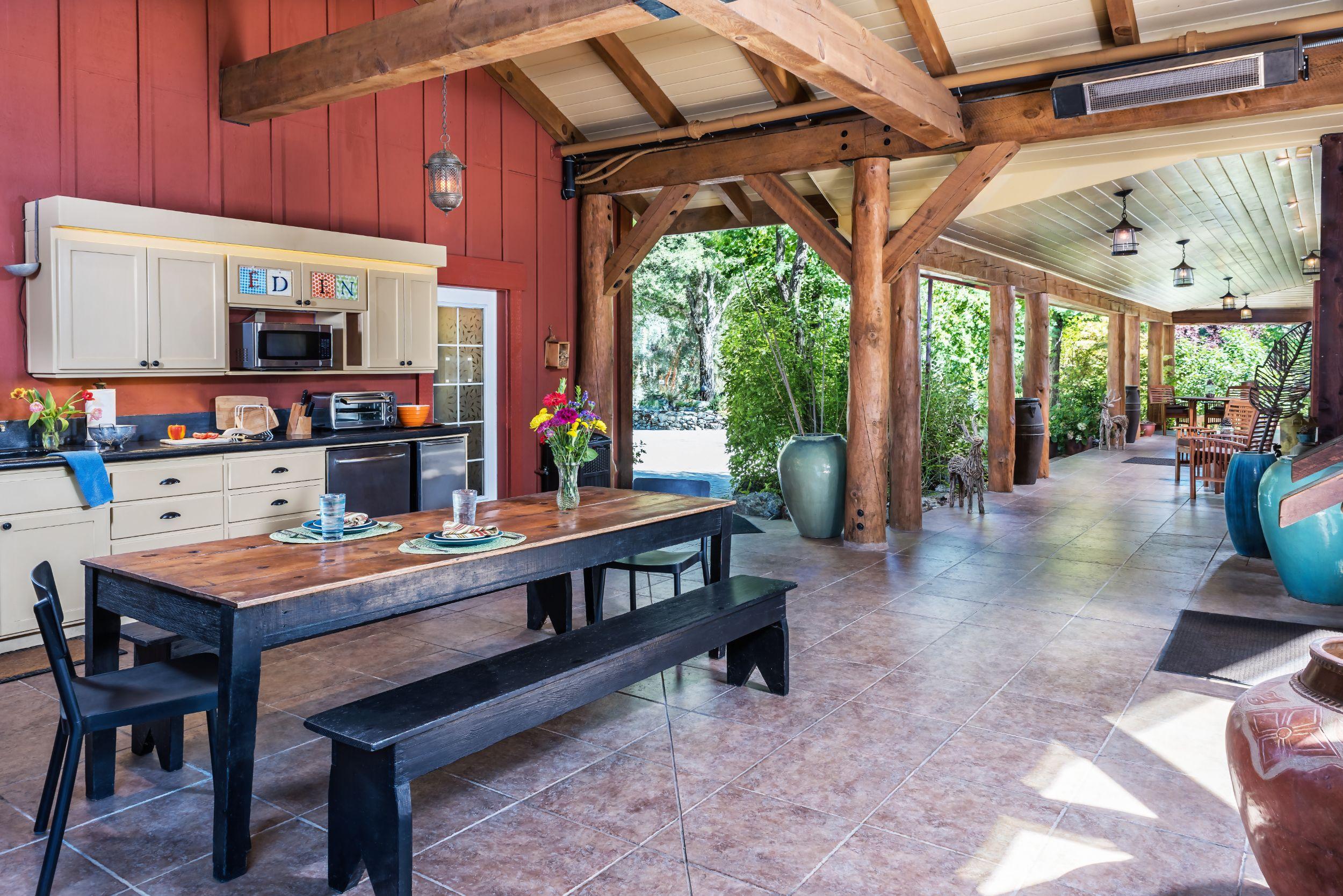 Outdoor-Kitchen-01.jpg