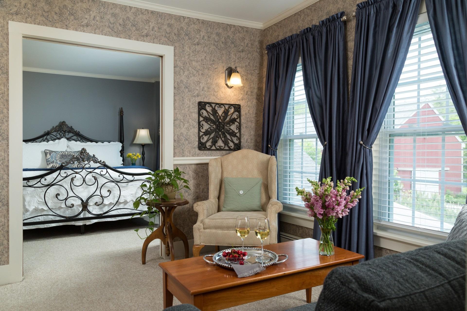 Suite #5 Kind Bed + Sitting Area