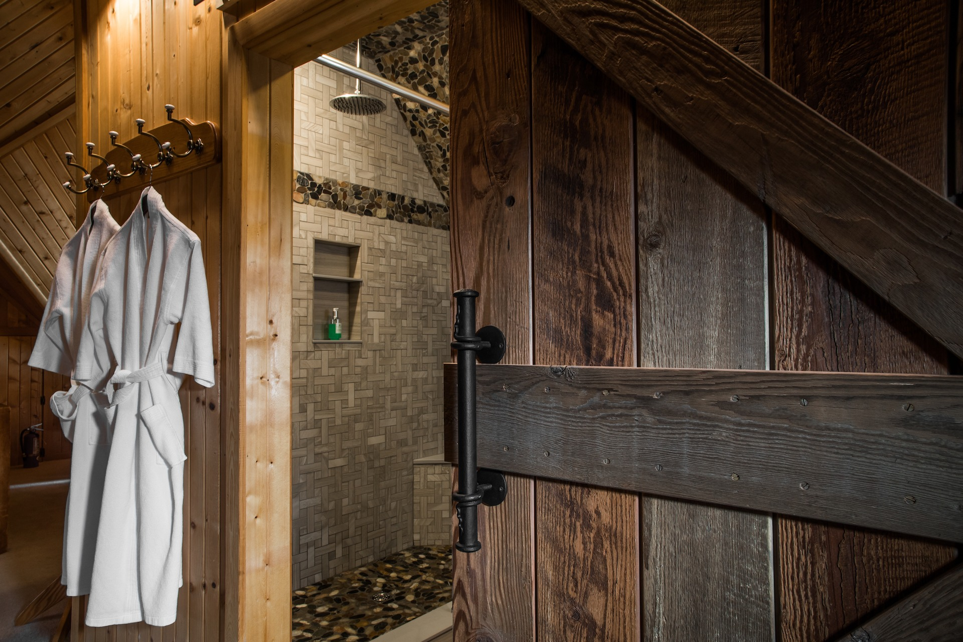 Amishshower) - Habberstad House Bed and Breakfast