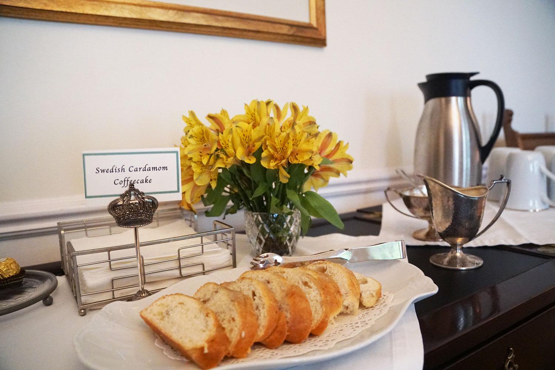 Hillside Waterfront Hotel - Breakfast