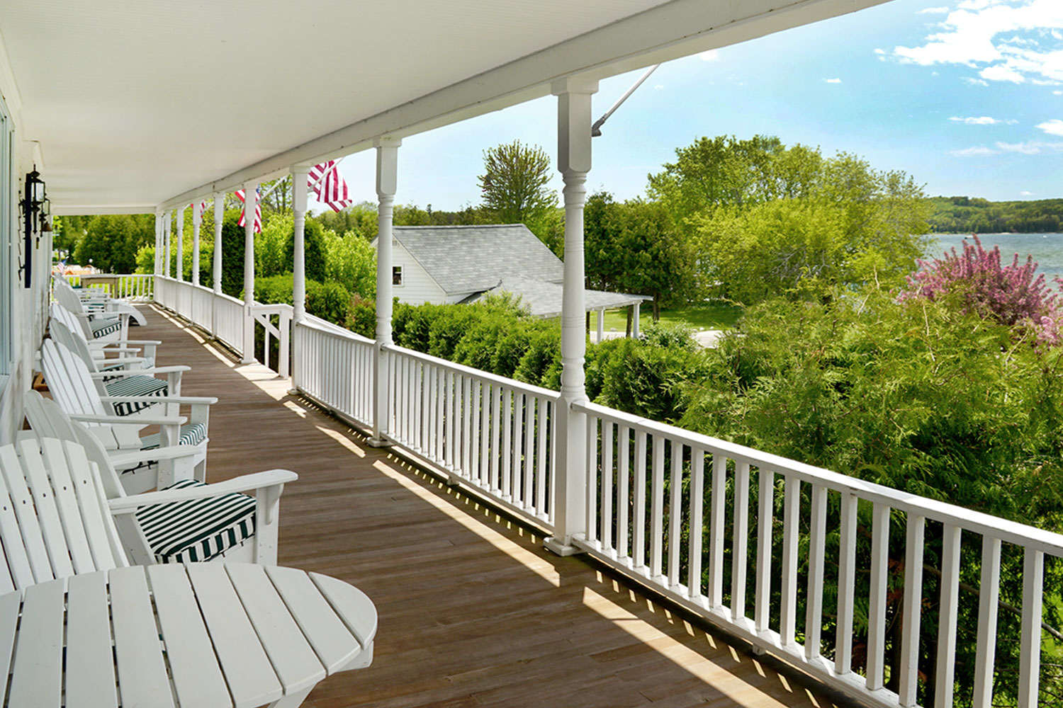 Hillside Waterfront Hotel - Front Porch