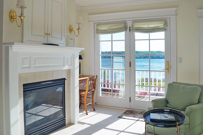 Hillside Waterfront Hotel - Trillium Suite