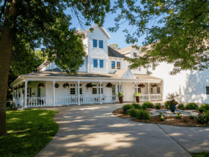 Select Registry Property Feature The Oakwood Inn Spirit Lake IA