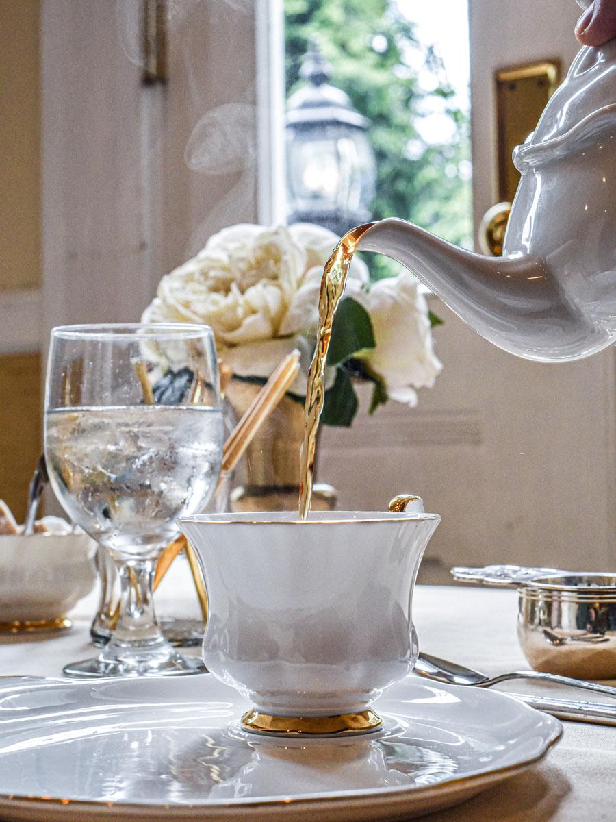 pouring-tea.jpg