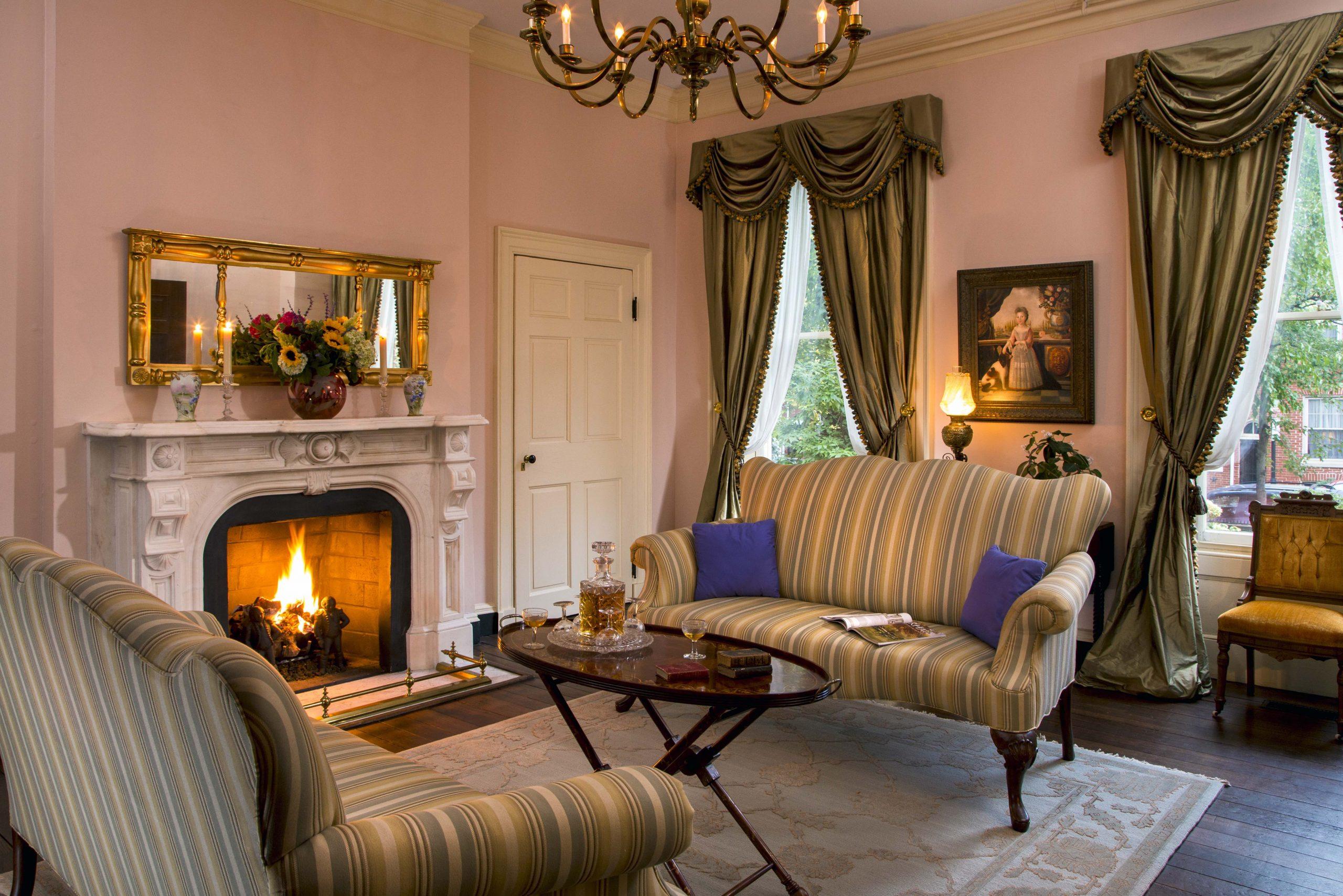 Rachaels-Dowry-Livingroom