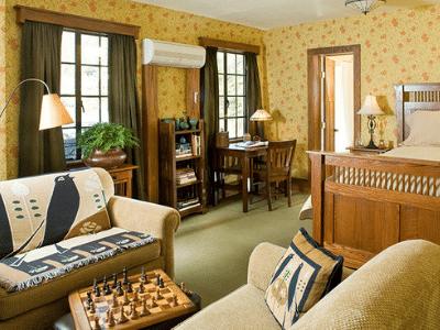 Settlers Inn Room
